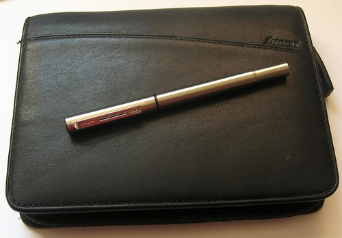 Pilot Birdie Fountain Pen on Filofax Pocket Lyndhurst