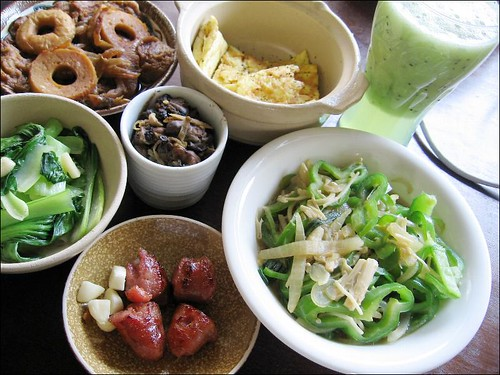vegetables, bamboo, egg, oysters, green peppers, vegetables, taiwanese sausages, kiwi fruit juice