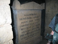 sub tumba Paris Catacombs007