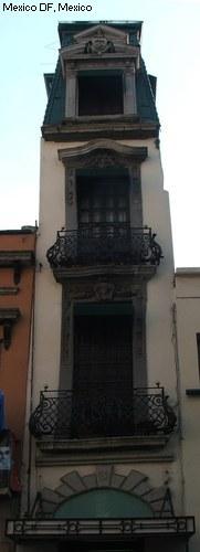 Edificio estrecho en México D. F.