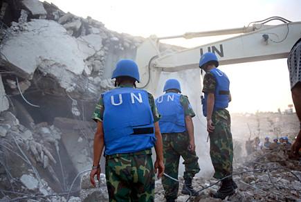 UN peacekeeping officers Qana July 30 06