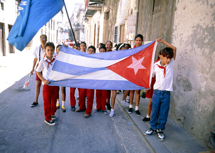Cuban pupils with flag