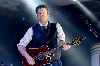 Blake Shelton declares '2020 sucks' and jokes he refuses to 'spend another minute sober'