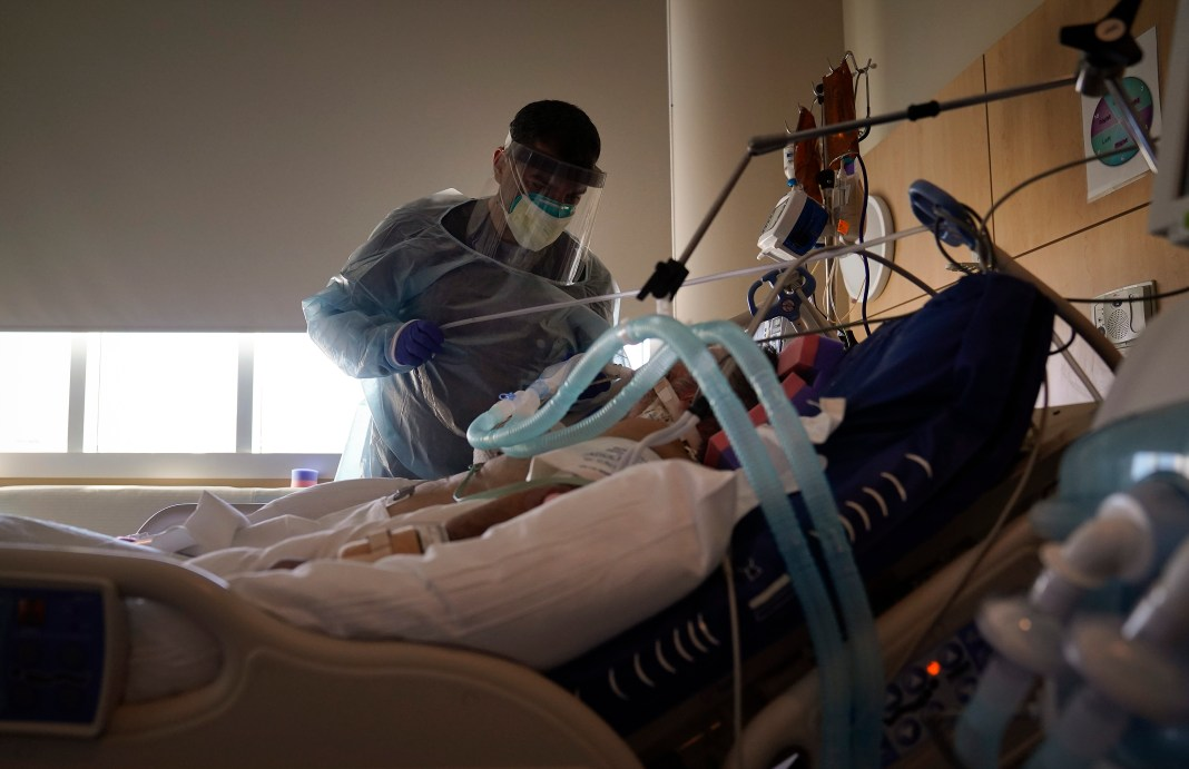 Los Angeles County ambulance crews told to ration oxygen amid surge in COVID-19 cases: report