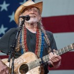 Willie Nelson performs 'Vote 'Em Out' at Texas rally in support of voting rights 💥👩💥