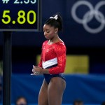 Simone Biles withdraws from vault and bars, may still compete on floor and beam 💥💥