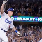 Smith's pinch 3-run HR in 9th rallies Dodgers past Giants 💥💥