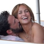 Jennifer Lopez and Ben Affleck are all loved up as they pack on the PDA during steamy Italian vacation 💥💥