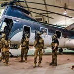 Reporter stays with Taliban fighters as they enter Kabul airport hangar 💥👩👩💥