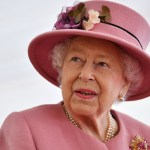 Queen Elizabeth 'has a strong religious faith' that has helped her overcome ongoing family drama: author 💥👩💥