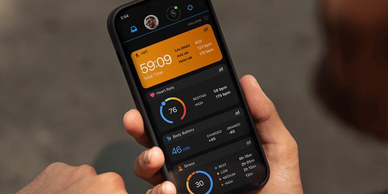 Consulta tus estadísticas y realiza un seguimiento de tus objetivos en la aplicación Garmin Connect™.