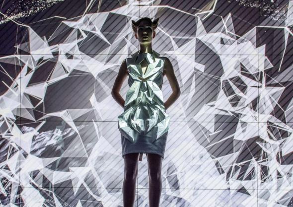 Дизайнер создала платья из частей автомобиля