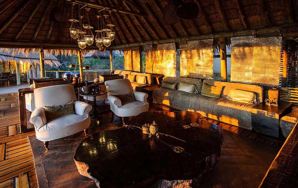 Mombo e Little Mombo Acampamento, na África: este glamping na Botswana é composto por 9 grandes suítes cheias de luxo para que seus convidados possam usufruir da experiência com o máximo de conforto. Entre as regalias, espumantes na piscina, sala de jantar e comida fitness para os que não abrem mão da alimentação saudável