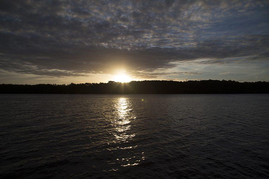 Pôr do sol de tirar o fôlego no passeio pelo rio João de Tiba