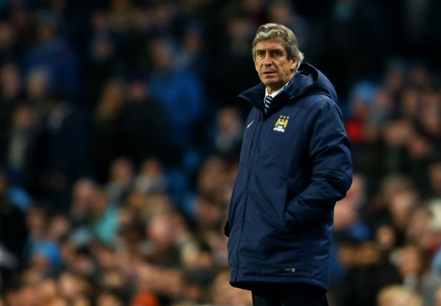 Pellegrini hits out at Chelsea: Manchester City players would never surround the referee