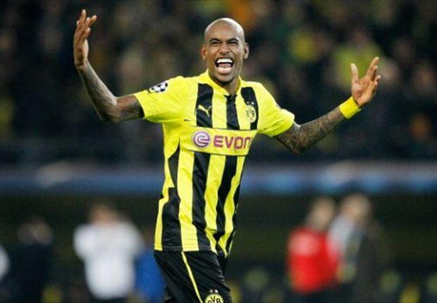 Ora Bolas: Sem clube, ex-zagueiro brasileiro do Dortmund sofre para definir futuro