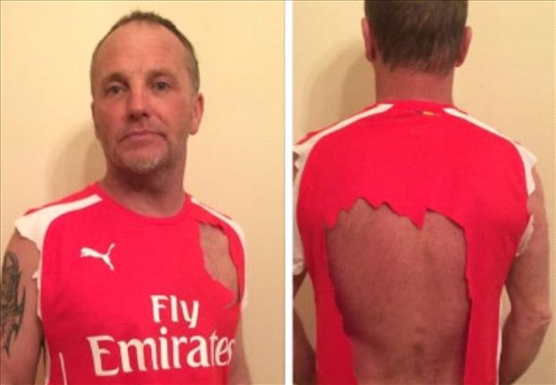 5355c88b4 Angry Arsenal Fan Rips Up Shirt after Loss - Four Four Two Media