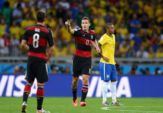 Klose vibra com o seu 16º gol marcado em Copas do Mundo