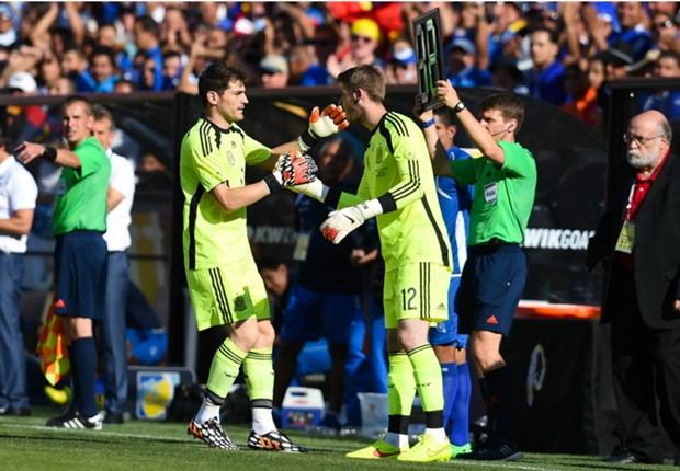 Spain need a replacement ready for Casillas - Del Bosque