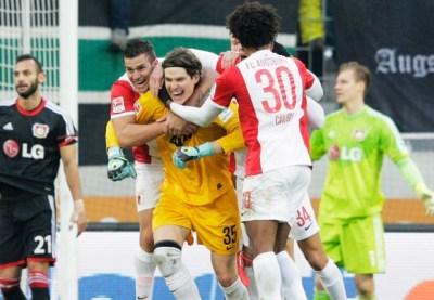 Augsburg goalkeeper scores injury-time leveller