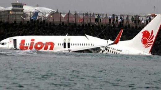 selain Sriwijaya Air Terhempas,GoRiau - Sebelum Jatuh, Pilot Lion Air JT 610 Sempat Minta Kembali ke  Bandara