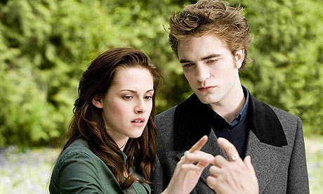 Kristen Stewart and Robert Pattinson in Twilight Saga: New Moon