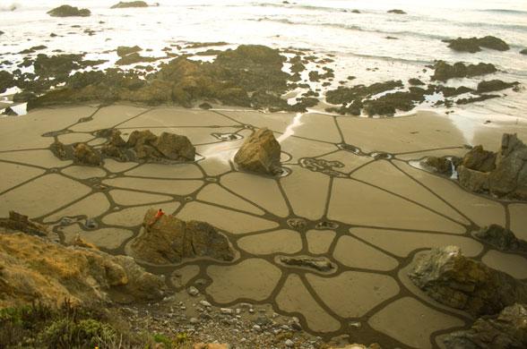 sand art : andres amador creates sand art in san francisco