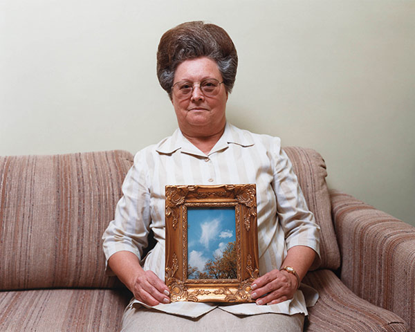 Alec Soth - Bonnie (with a photograph of an angel), Port Gibson, Mississippi, 2000