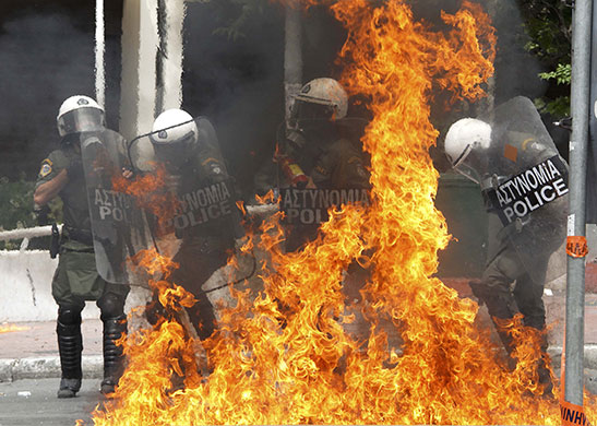 Strike in Greece: Riot policeman are engulfed in flames