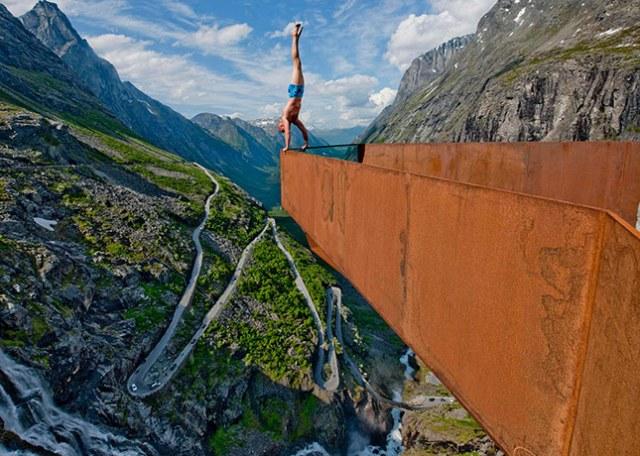 Norway balancing artist: Balancing Artist Eskil Ronningsbakken in Trollstigen, Norway