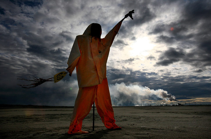 Tarnished Earth : Exhibition on the tar sands devastating pollution in Alberta, Canada