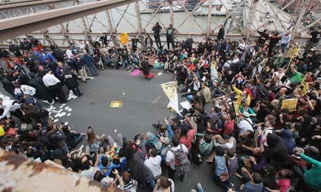 La policía para arrestar a los manifestantes preparar durante el movimiento Ocupar Wall Street, el Puente de Brooklyn