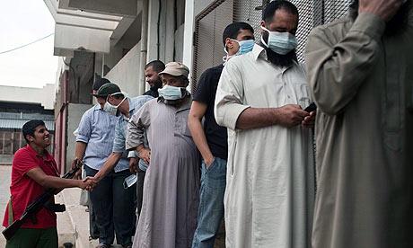 Libyans wait in line to view Muammar Gaddafi's corpse
