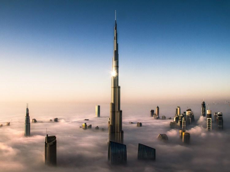 Dubai v mlze