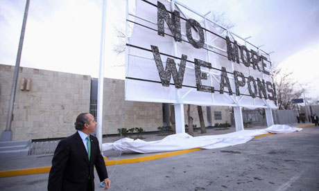Felipe Calderón unveils the 'No More Weapons' advertising board