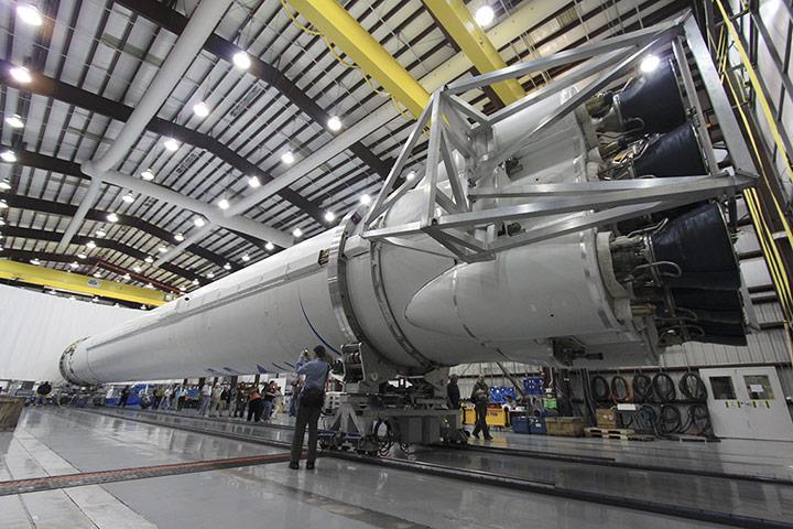 https://i2.wp.com/static.guim.co.uk/sys-images/Guardian/Pix/pictures/2012/5/22/1337687088109/Falcon-9-Rocket-013.jpg