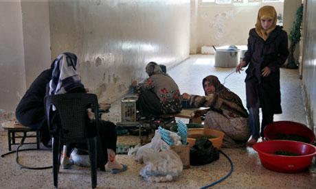 Syrian women take refuge in school near Aleppo