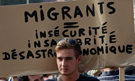 Anti-migrants banner