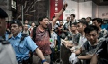 An anti-protester shouts at pro-democracy protesters in Hong Kong