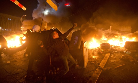 Anti-government protesters clash with riot police in Kiev's Independence Square