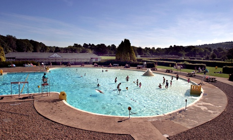 Ilkley lido in the summer
