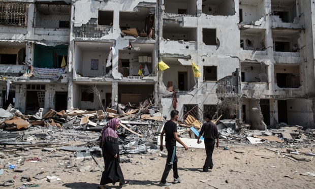 People return to their homes in Beit Hanoun to try to salvage their possessions