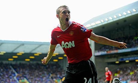 Darren Fletcher celebrates scoring for Manchester United against Everton on Saturday