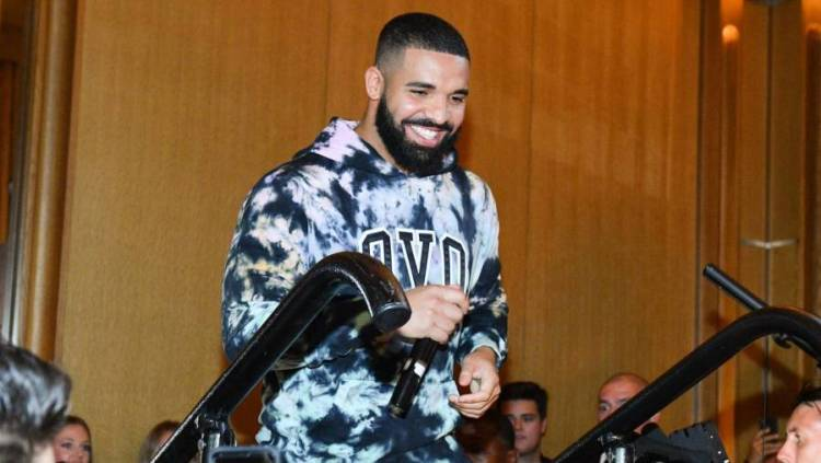 Drake Shows Love To Aspiring Nigerian Artist After Going Viral: 'U Are Amazing'