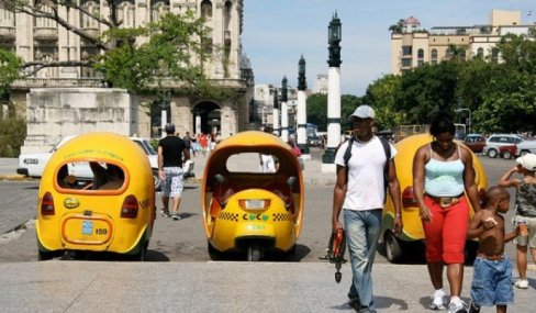 Coco-taxi, versiunea tropicală al moto-taxiului (Foto de Snaxx pe Flickr)