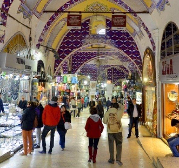 Turiști în Marele Bazar din Istanbul. Imagine Shutterstock.  #shu#