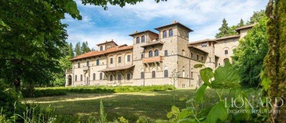 Castelul din Aquabella a fost restaurat în mod artistic.