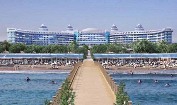 Unul dintre hotelurile care se construiesc pe coasta mediteraneană din Turcia, al brandului Sueño.