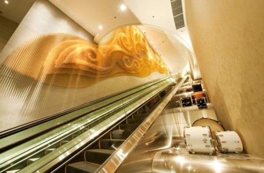 La hotelul Hard Rock din Macao, designerii de la The Gettys Group au creat o operă de artă facută din bețe de tobe. Fotografie: The Gettys Group