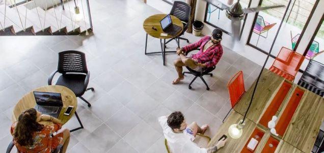 JLL menționează spații de coworking al lanțului din America Latină Selina, ca una dintre tendințele din acest an 2019.